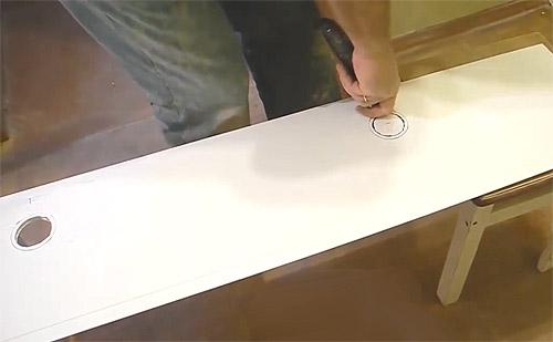 Выполнение отверстий под точечные светильники в потолочных пластиковых панелях пвх (фото)