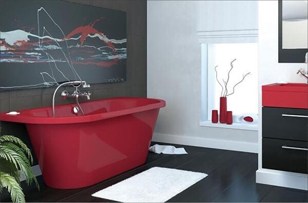 Цветная ванна из литьевого мрамора в интерьере