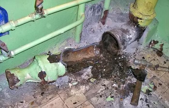 Демонтаж канализационных труб из чугуна цена работы