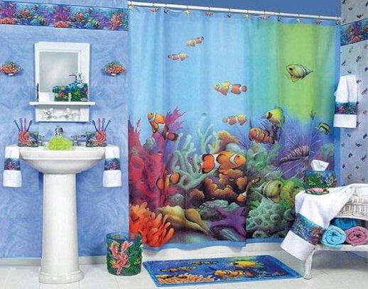 Красивая шторка в ванную с рыбками (фото)