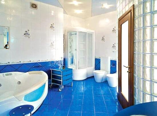 Плитка в ванной с цокольной частью и бордюром (фото)